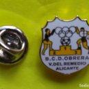 Coleccionismo deportivo: PIN FUTBOL - ESCUDO EQUIPO DE FUTBOL - B.C.D. OBRERA - V. DEL REMEDIO - ALICANTE . Lote 160240598