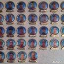 Coleccionismo deportivo: LOTE 32 PINS ANTIGUOS JUGADORES FUTBOL CLUB BARCELONA. Lote 161071658