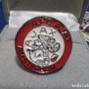 Coleccionismo deportivo: PIN ANTIGUO FUTBOL ( A.F.C. AJAX ) ESCUDO PIN. Lote 161301766