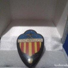Coleccionismo deportivo: PIN ANTIGUO FUTBOL ( C.D. CASTELLON ) ESCUDO PIN ESMALTE . Lote 161305046