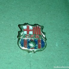 Coleccionismo deportivo: -PIN INSIGNIA DE AGUJA DE FUTBOL DEL BARCELONA CFB AÑOS 60 - 70. Lote 161724782