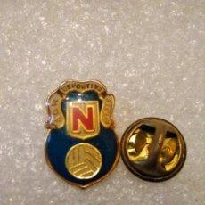 Coleccionismo deportivo: PINS FÚTBOL DEPORTIVA NERVION. Lote 162099218