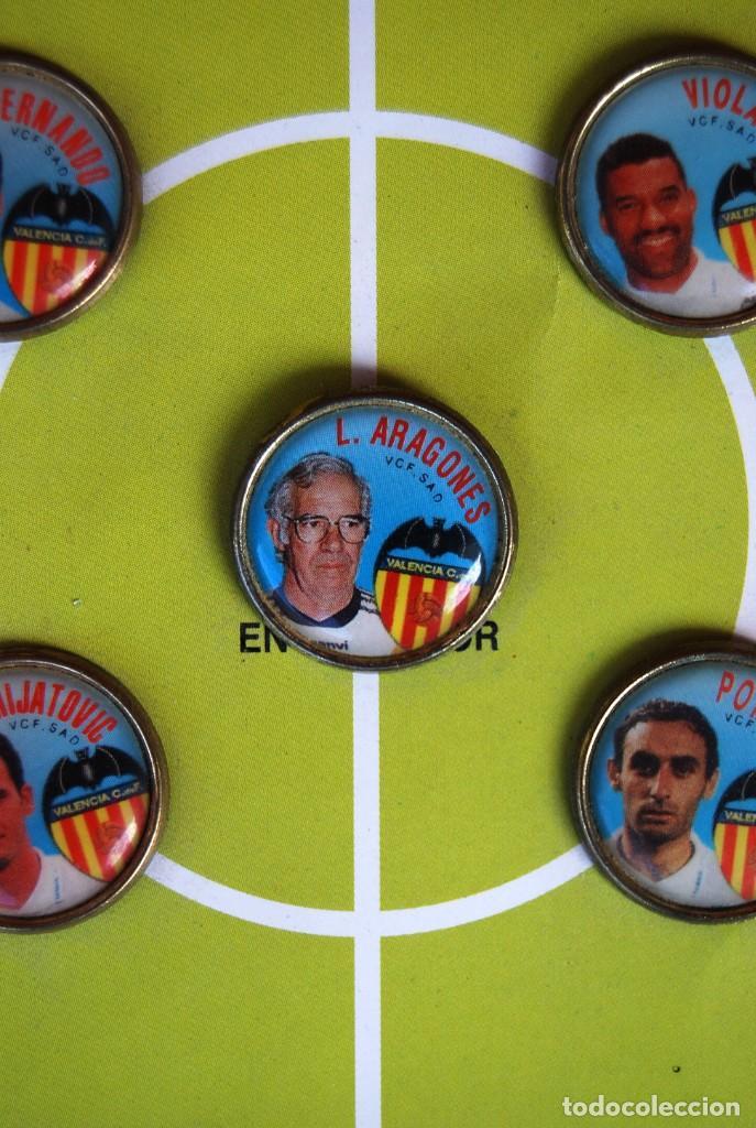 Coleccionismo deportivo: LOTE DE 21 PINS ALINEACIÓN VALENCIA C F TEMPORADA 95-96 MESTALLA LINEVA . DIFÍCIL - Foto 4 - 165994658