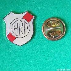 Coleccionismo deportivo: PIN FUTBOL - ESCUDO EQUIPO FUTBOL ARGENTINA - FUTBOL - CLUB ATLETICO RIVER PLATE. Lote 167113905