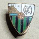 Coleccionismo deportivo: ANTIGUA INSIGNIA MÁLAGA CLUB DE FUTBOL. Lote 168127768