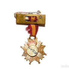 Coleccionismo deportivo: REAL MADRID CF. ANTIGUA INSIGNIA CON PASADOR. Lote 170167820