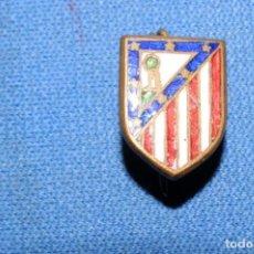 Coleccionismo deportivo: ATLETICO DE MADRID. ANTIGUA INSIGNIA DE AGUJA ESMALTADA. Lote 170169076