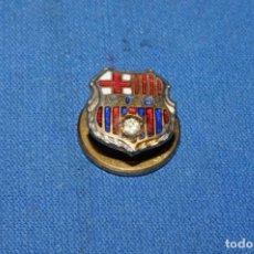 Coleccionismo deportivo: CF BARCELONA. ANTIGUA INSIGNIA ESMALTADA CON BRILLANTE. Lote 170169632