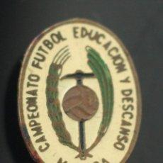 Coleccionismo deportivo: PIN DE FUTBOL EDUCACION Y DESCANSO MALAGA. Lote 170368860