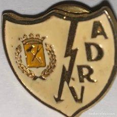 Coleccionismo deportivo: PIN DEL RAYO VALLECANO. Lote 170468468