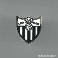 Colecionismo desportivo: INSIGNIA / PIN DE EQUIPO DE FÚTBOL - CLUB LOS ARAPILES. Lote 170503756