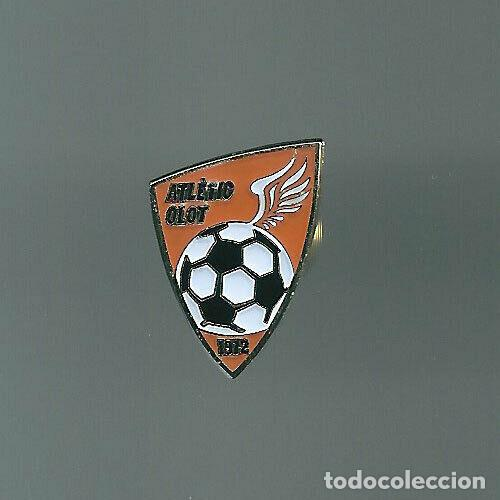 INSIGNIA / PIN DE EQUIPO DE FÚTBOL - ATLETIC OLOT (Coleccionismo Deportivo - Pins de Deportes - Fútbol)