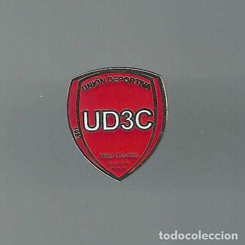 INSIGNIA / PIN DE EQUIPO DE FÚTBOL - U.D. TRES CANTOS (Coleccionismo Deportivo - Pins de Deportes - Fútbol)