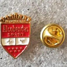 Colecionismo desportivo: PIN DE FÚTBOL- FUTBOL CLUB ALCOBENDAS SPORTS - MADRID.. Lote 232333075