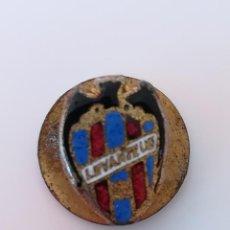 Coleccionismo deportivo: INSIGNIA OJAL SOLAPA LEVANTE UD - PIN LEVANTE UD . Lote 171639404