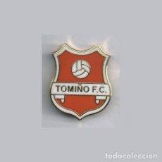 Coleccionismo deportivo: INSIGNIA / PIN DE EQUIPO DE FÚTBOL - TOMIÑO F.C.. Lote 208106295