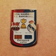 Coleccionismo deportivo: PIN FINAL COPA DEL REY 83 FC BARCELONA REAL MADRID. Lote 173662365