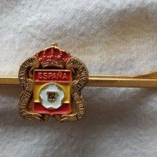 Coleccionismo deportivo: ANTIGUO PIN SUJETACORBATA REAL COMITE ORGANIZADOR COPA MUNDIAL DE FUTBOL ESPAÑA 82,ESCUDO. Lote 174105447