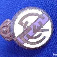 Coleccionismo deportivo: PIN ANTIGUO FUTBOL REAL MADRID. Lote 174106360