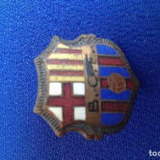 Coleccionismo deportivo: PIN ANTIGUO BARCELONA CLUB DE FUTBOL. Lote 174107052