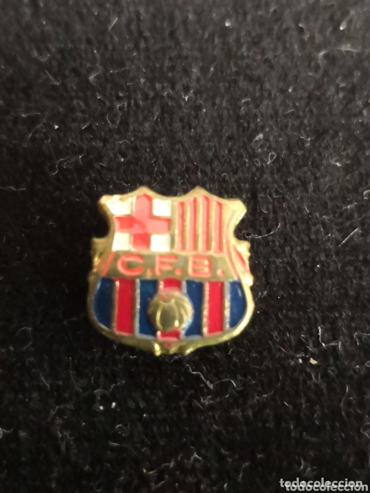 Coleccionismo deportivo: 9 pins futbol club barcelona - Foto 4 - 174305460