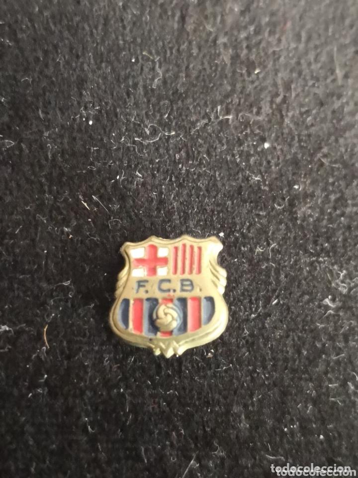 Coleccionismo deportivo: 9 pins futbol club barcelona - Foto 8 - 174305460