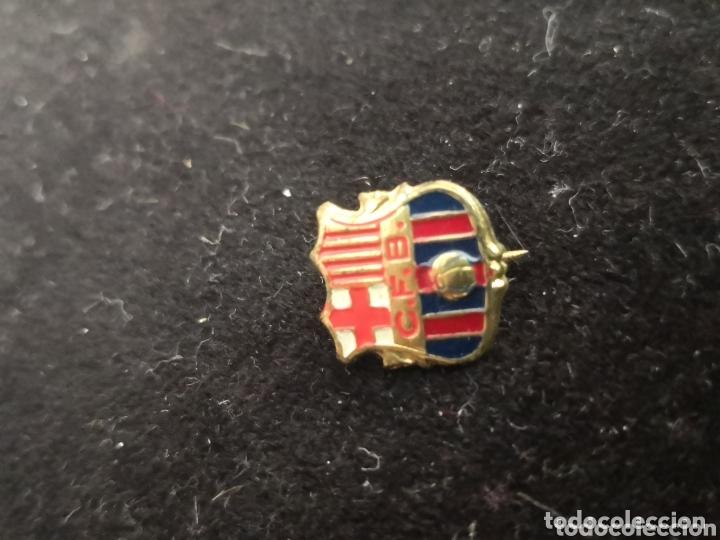Coleccionismo deportivo: 9 pins futbol club barcelona - Foto 10 - 174305460
