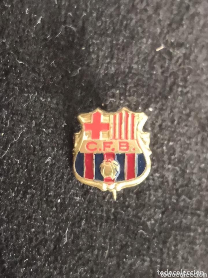 Coleccionismo deportivo: 9 pins futbol club barcelona - Foto 14 - 174305460