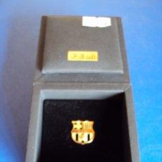 Coleccionismo deportivo: (F-190915)INSIGNIA DE ORO DE LEY 18 KT. F.C.BARCELONA - CAJA ORIGINAL - PESO 3,28 GRS.. Lote 175974990