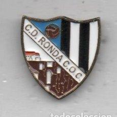Coleccionismo deportivo: PIN DE FUTBOL-RONDA C .D.C.O,C,DE RONDA-MALAGA. Lote 176523713