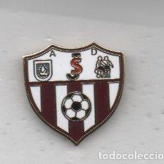 Coleccionismo deportivo: PIN DE FUTBOL-JUVENTUD SANLUQUEÑO A.D-SANLÚCAR DE BARRAMEDA-CADIZ. Lote 176549912