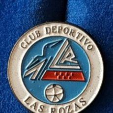 Coleccionismo deportivo: LAS ROZAS, ANTIGUO ESCUDO (MADRID). Lote 175368742