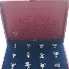 Coleccionismo deportivo: COLECCIÓN DE 12 PINS DEL FCB BAÑADOS EN PLATA. NUMERADOS. VER FOTOS ANEXAS. . Lote 176720789
