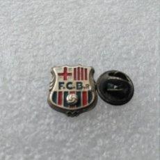 Coleccionismo deportivo: PINS FUTBOL CLUB BARCELONA R , FCB R IDENTIFICAR.. Lote 176843509