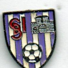 Coleccionismo deportivo: PIN DE FUTBOL-IGUÑA S.D.MOLLEDO-POSTOLIN -CANTABRIA. Lote 177191485