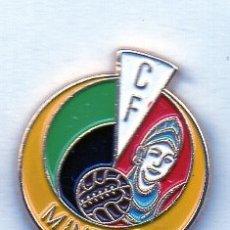 Coleccionismo deportivo: PIN DE FUTBOL-MINERVA C.F.-HINOJEDO-CANTABRIA. Lote 177192200