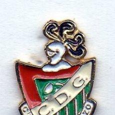 Coleccionismo deportivo: PIN DE FUTBOL-NUEVA MONTAÑA QUIJANO C.F.-SANTANDER-CANTABRIA. Lote 177192309