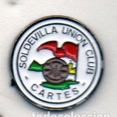 Coleccionismo deportivo: PIN DE FUTBOL-SOLDEVILLA U.C. ( DESAPARECIDO )-CARTES-CANTABRIA. Lote 177193142