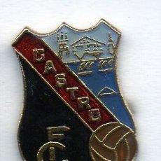 Coleccionismo deportivo: PIN DE FUTBOL-CASTRO C.F.-CASTRO URDIALES-CANTABRIA. Lote 177193342