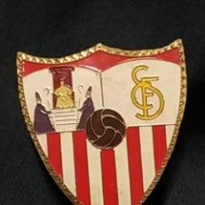 Coleccionismo deportivo: ANTIGUA PLACA EMBLEMA PARA COCHE - SEVILLA CLUB DE FUTBOL. Lote 177940893