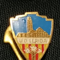 Coleccionismo deportivo: ANTIGUO PIN INSIGNIA DE SOLAPA - UNION DEPORTIVA LERIDA. Lote 178099130