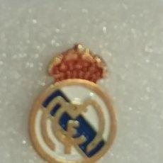 Coleccionismo deportivo: PIN DE FÚTBOL - REAL MADRID CLUB DE FÚTBOL. . Lote 178118483