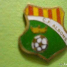 Coleccionismo deportivo: PIN FUTBOL CF ALBONS FED.CATALANA. Lote 178311627