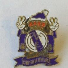 Coleccionismo deportivo: PIN DE FC REAL MADRID CAMPEÓN DE INVIERNO. Lote 178606916