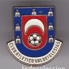 Coleccionismo deportivo: PIN DE FUTBOL DEL CLUB ATLETICO VALDEIGLESIAS - MADRID (FOOTBALL). Lote 178616708