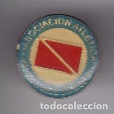 Coleccionismo deportivo: PIN DE FUTBOL DEL CLUB ASOCIACION ATLETICA ARGENTINOS JUNIORS (ARGENTINA) (FOOTBALL). Lote 178639893