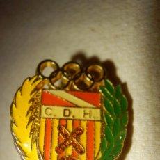 Coleccionismo deportivo: INSIGNIA DE IMPERDIBLE - CLUB DEPORTIVO - C.D.H - FUTBOL - CLUB CENTRO DEPORTIVO HOSPITALET. Lote 178821246