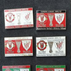 Coleccionismo deportivo: 8 PINS ATHLETIC BILBAO V MANCHESTER UNITED ,EUROPA LEAGUE 2011/12. Lote 179170191
