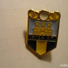 Coleccionismo deportivo: PÌN FUTBOL IBIZA AT.. Lote 180179370