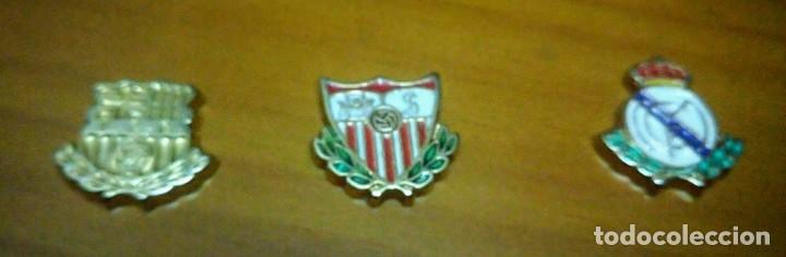 3 PINS ESCUDOS REAL MADRID BARCELONA Y SEVILLA (Coleccionismo Deportivo - Pins de Deportes - Fútbol)